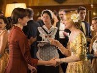 Mrs Garmar e Florence si incontrano durante una festa