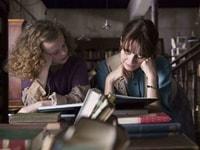 Florence in libreria con la sua piccola assistente