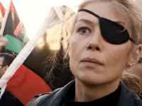 Primo piano di Rosamund Pike in A Private War