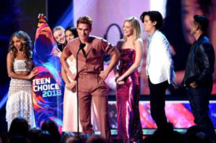 Il cast di Riverdale ai People's Choice Awards