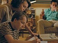 Una delle prime scene del film, con la famiglia riunita la sera a casa.