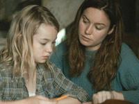 Brie Larson in una scena de Il castello di vetro