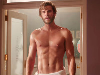Liam Hemsworth in Non è romantico?