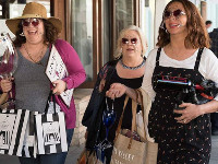 Emily Spivey, Paula Pell e Maya Rudolph in Wine Country