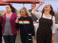 Emily Spivey, Amy Poehler e Maya Rudolph in Wine Country